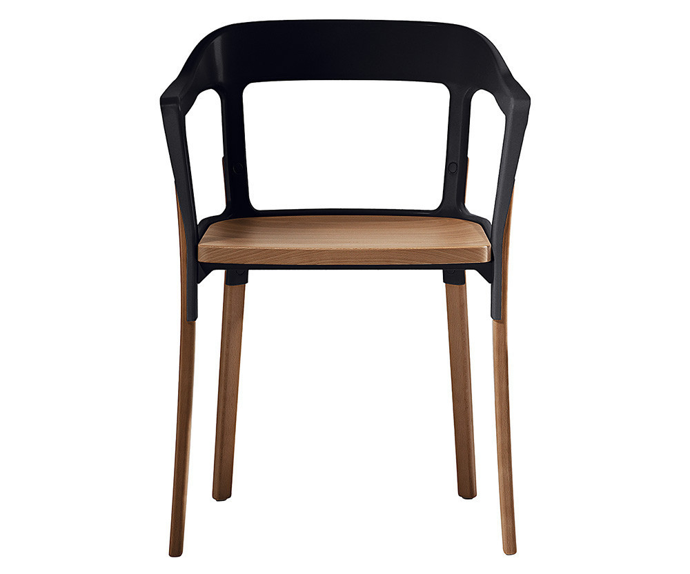 Čierna stolička s nohami z masívneho buku Magis Steelwood