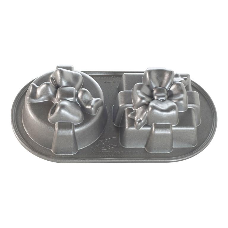 Forma na pečenie v tvare 2 darčekov Nordic Ware strieborná 2 x 0,6 l