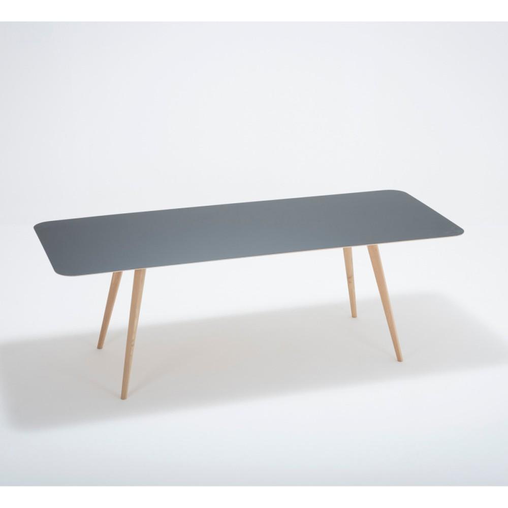 Jedálenský stôl z masívneho dubového dreva s tmavomodrou doskou Gazzda Linn, 220×90cm