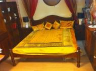 Furniture nábytok  Masívna posteľz Palisanderu  Gaurí  200x180 cm