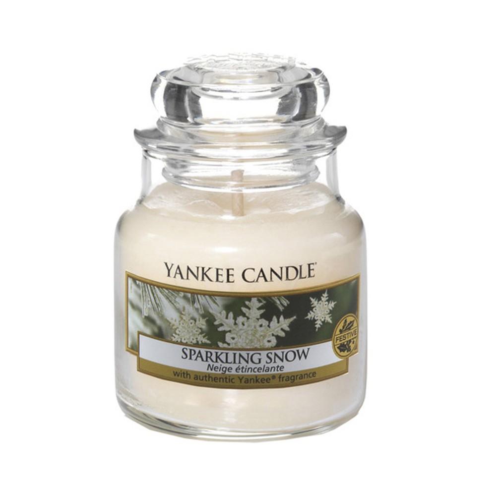 Vonná sviečka Yankee Candle Iskrivý Sneh, doba horenia 25 - 40 hodín