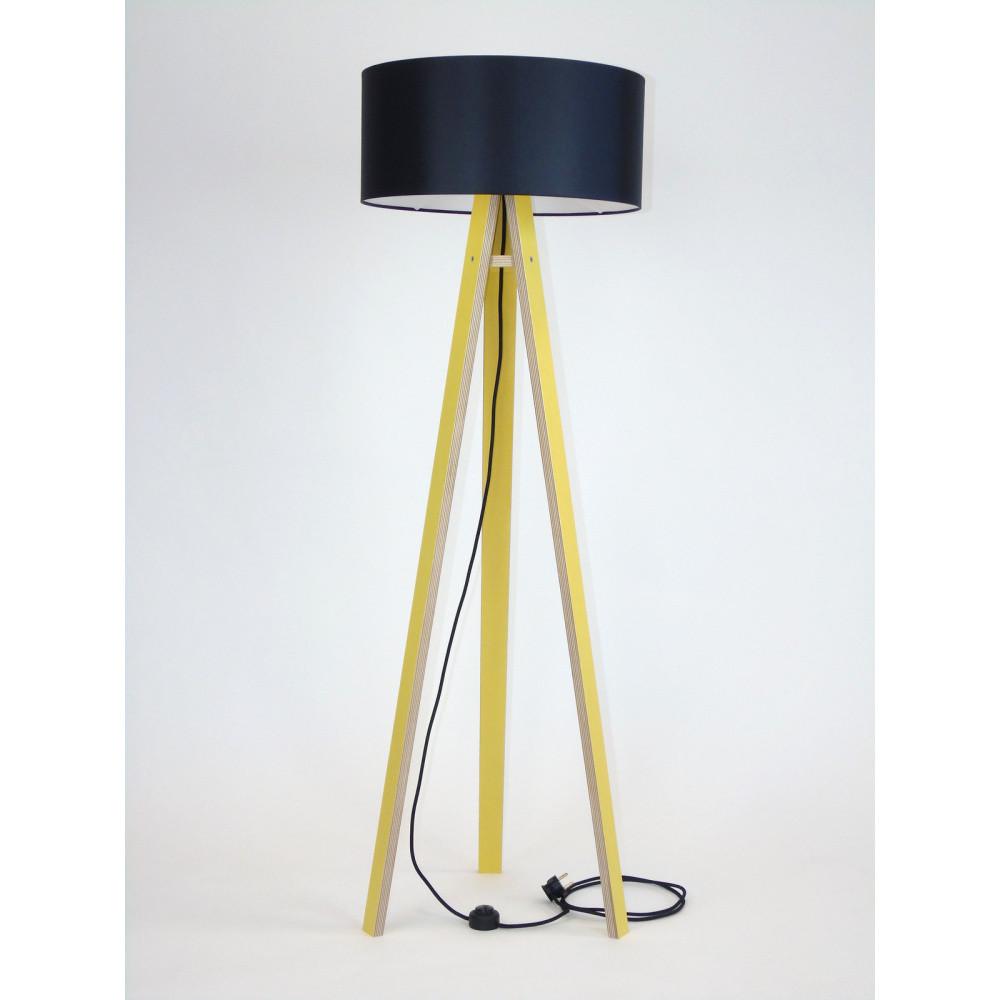 Žltá stojacia lampa s čiernym tienidloma čiernym káblom Ragaba Wanda