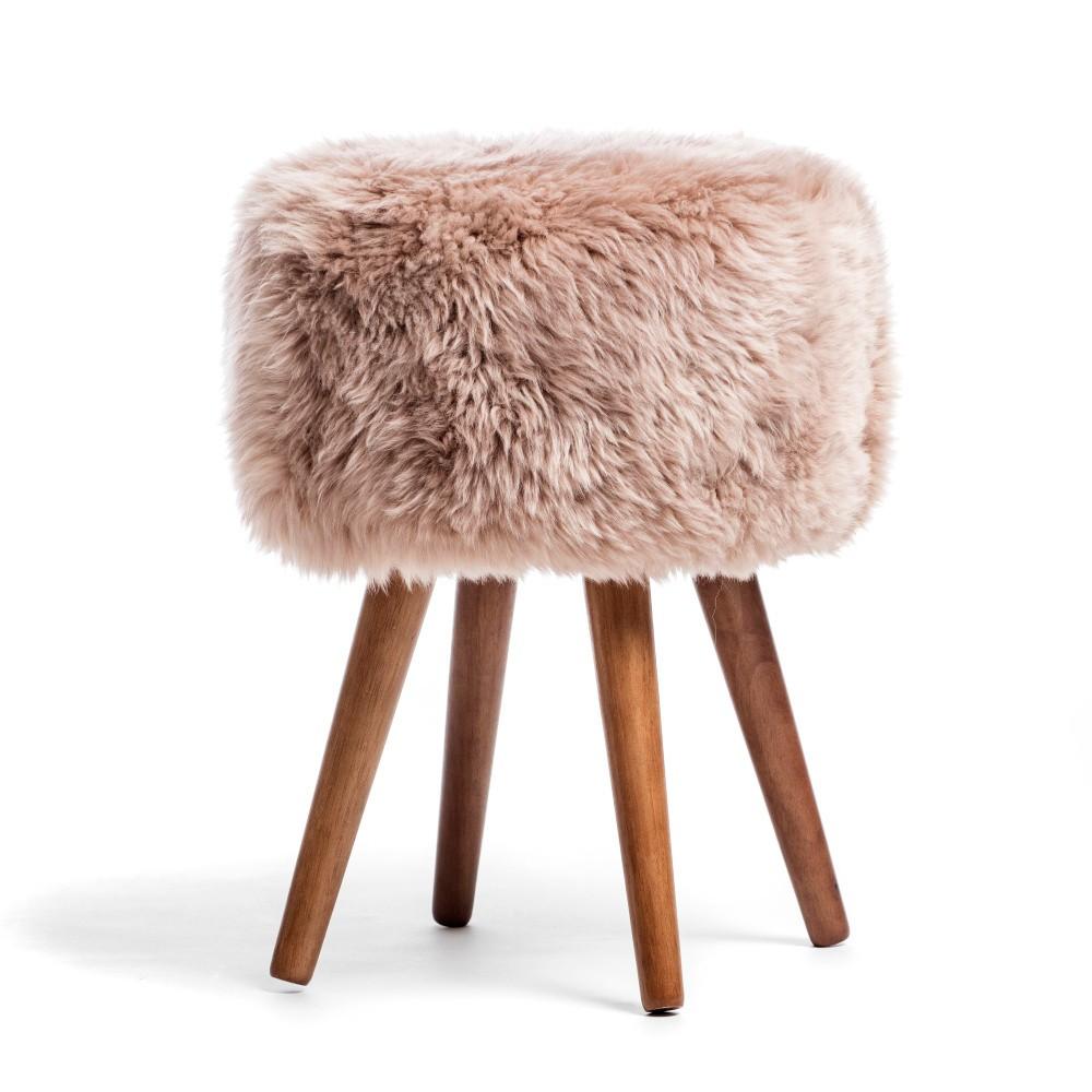 Ružová stolička z ovčej kožušiny Royal Dream Sheepskin Stool