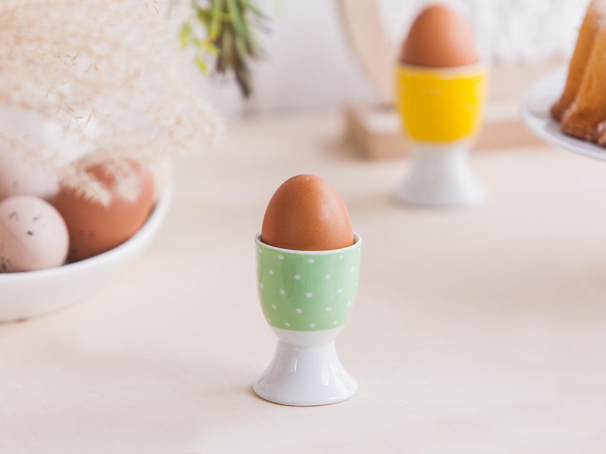 Altom Porcelánový stojanček na vajíčko Bodka, zelená
