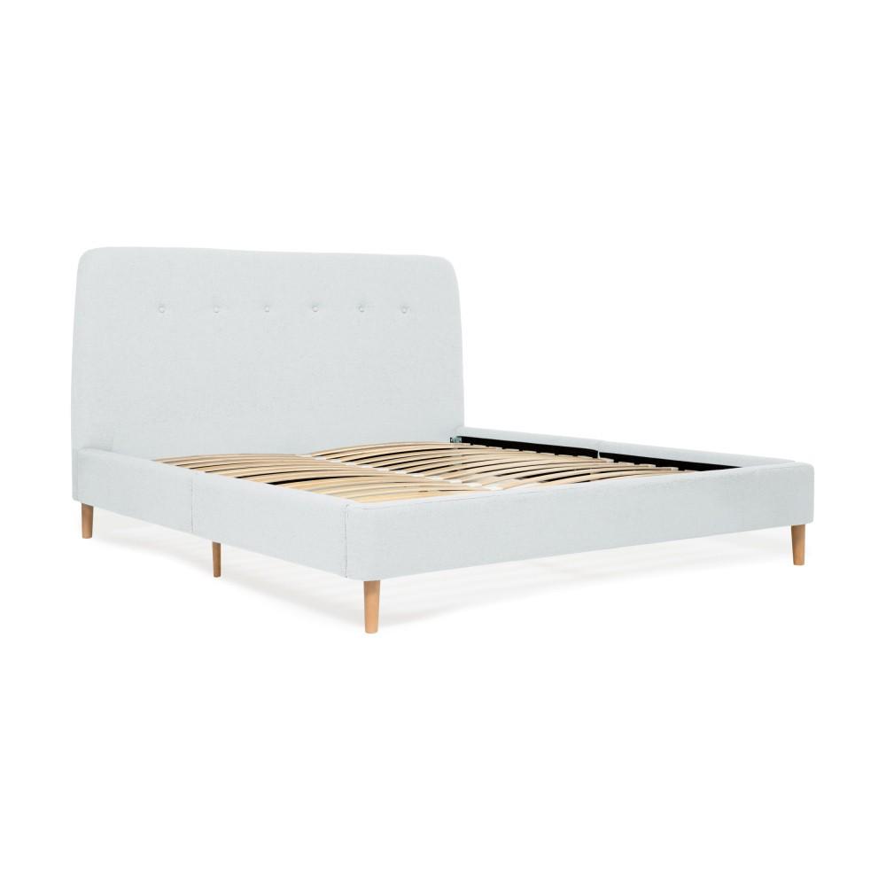 Svetlomodrá dvojlôžková posteľ s drevenými nohami Vivonita Mae, 140×200 cm