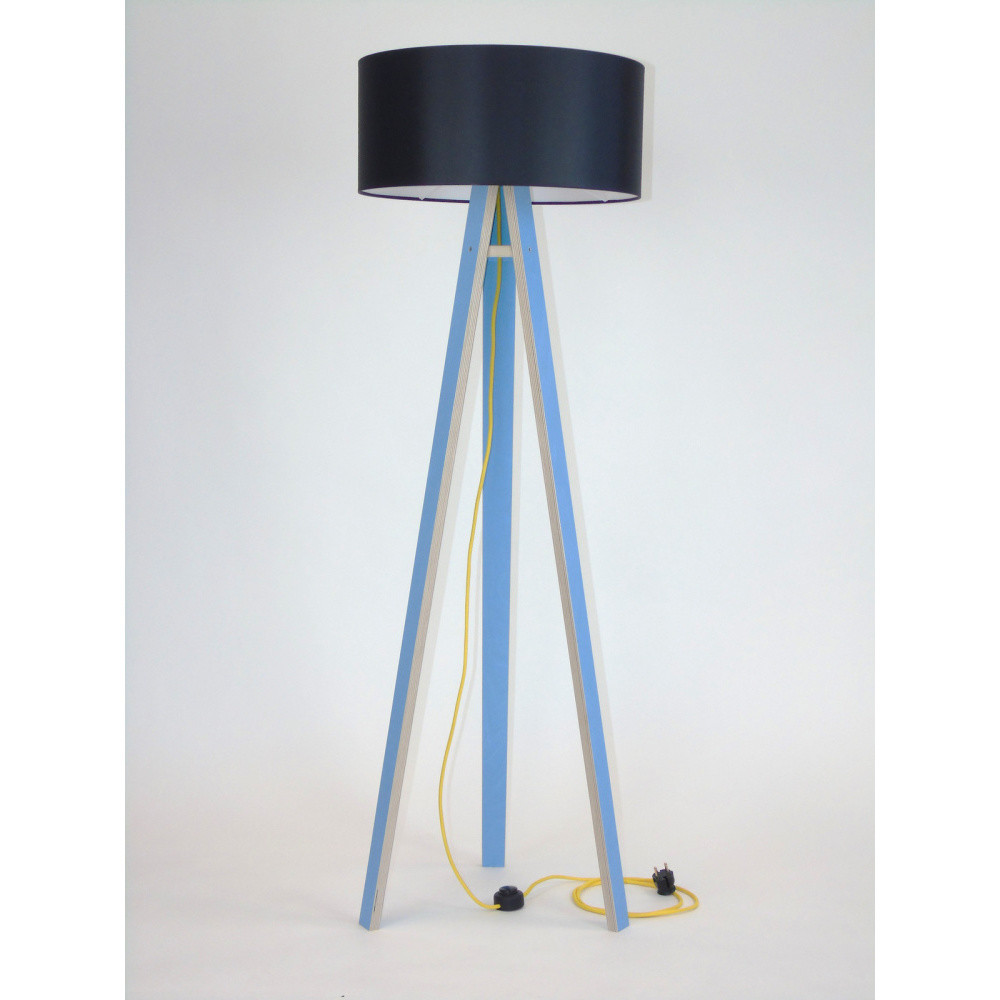 Modrá stojacia lampa s čiernym tienidloma žltým káblom Ragaba Wanda