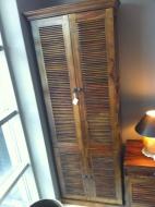 Furniture nábytok  Masívna skriňa s 2 skrinkami a vnútornými policami z Palisanderu Šafí  76x46x200 cm