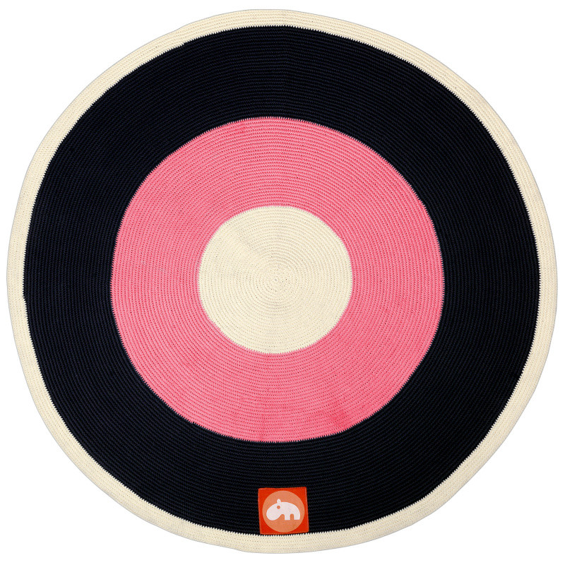 Ružovo-čierny koberec Done by Deer