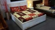Masivna postel 200x160