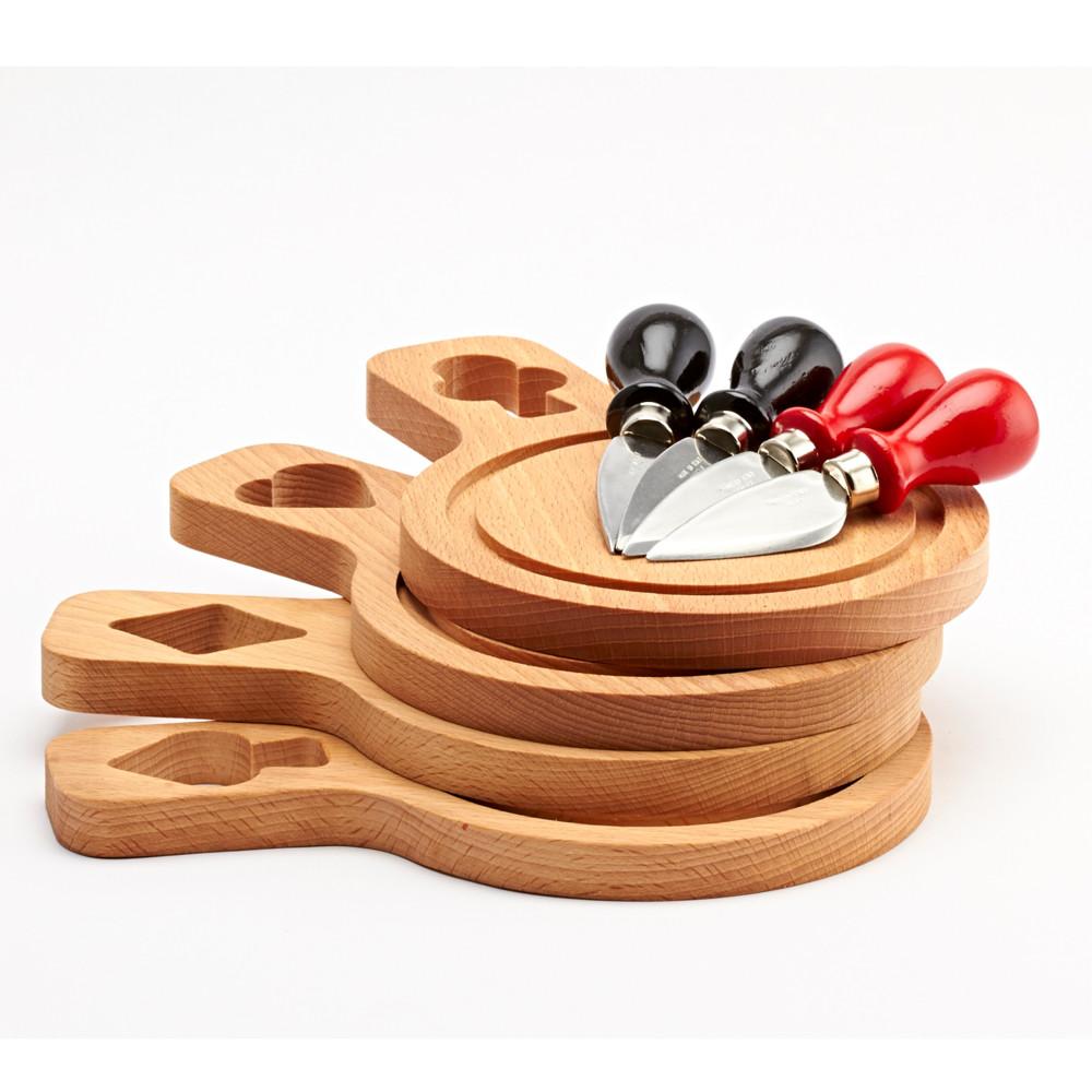 Set 4 doštičiek z bukového dreva a nožov na syr Bisetti Cheese