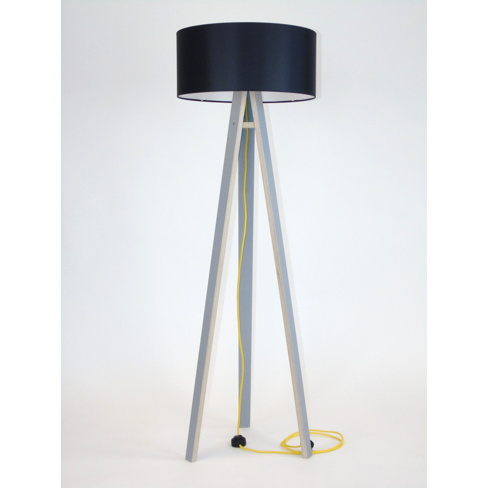 Sivá stojacia lampa s čiernym tienidloma žltým káblom Ragaba Wanda
