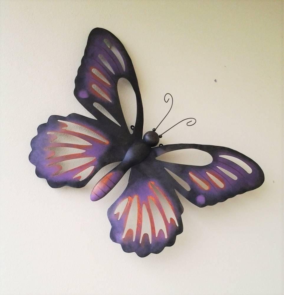 dekoračný motýľ kovový fialový 60 x 45 cm