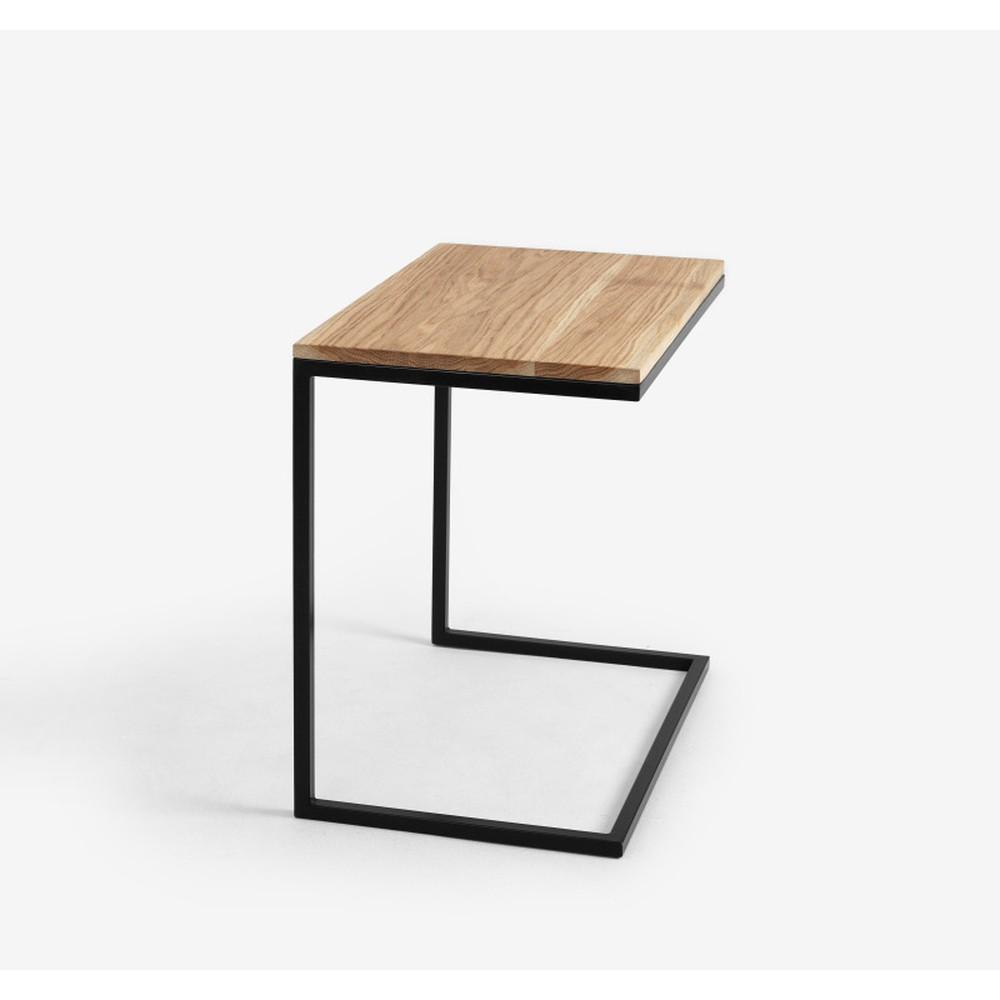 Stôl s čiernou podnožou a doskou z masívneho dubu Custom Form Lupe