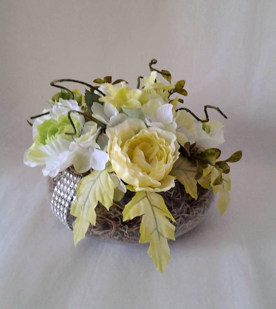 kvetinová dekorácia v sklenenej váze 20 x 15 cm