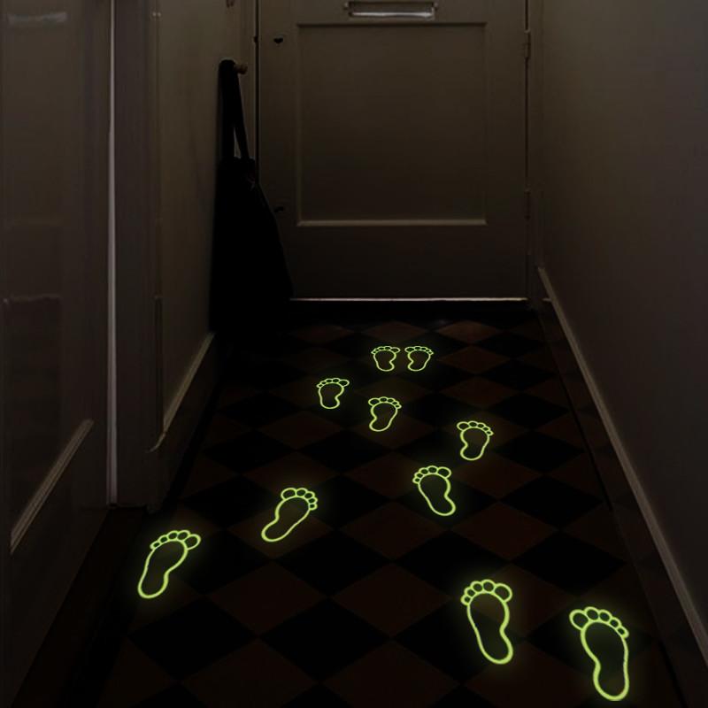 Samolepka svietiaca v tme Fanastick Little Foot Print