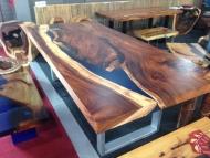 Masívny jedálenský stôl z Thajska dreviny