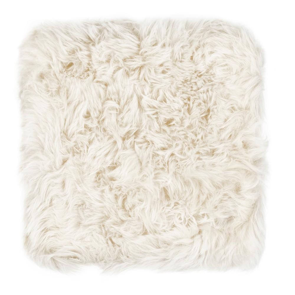 Biely sedák z ovčej kožušiny na jedálenskú stoličku Royal Dream, 40 x 40 cm
