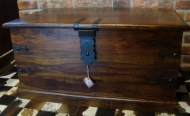 Furniture nábytok  Truhlice s kovaním  z Palisanderu  Lejlí  54x26x26 cm