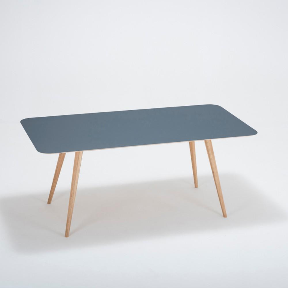 Jedálenský stôl z masívneho dubového dreva s tmavomodrou doskou Gazzda Linn, 180×90cm