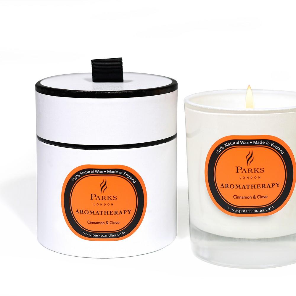Sviečka s vôňou škorice a klinčekov Parks Candles London Aromatherapy, 45 hodín horenia
