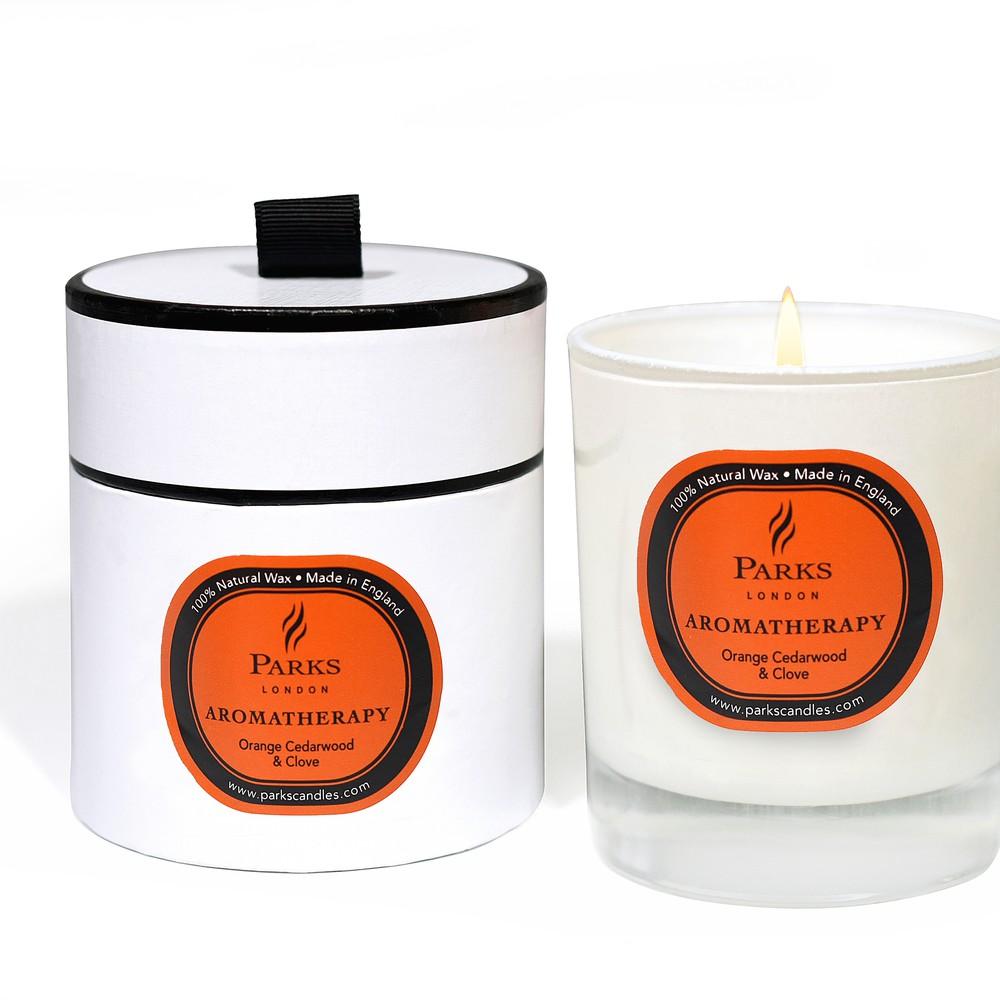 Sviečka s vôňou cédrového dreva, klinčekov a pomaranča Parks Candles London Aromatherapy, 45 hodín horenia