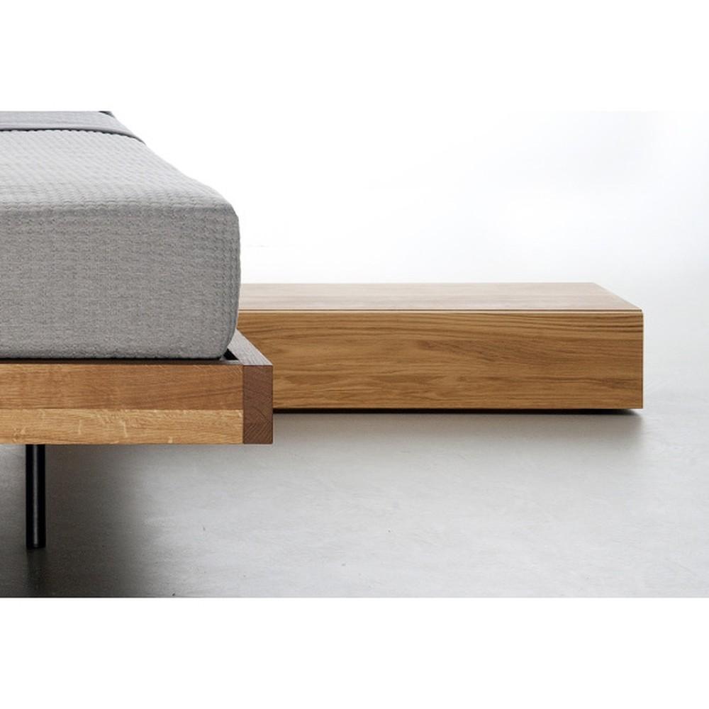 Nočný stôl z olejovaného dubového dreva Mazzivo Cubbe 2.0