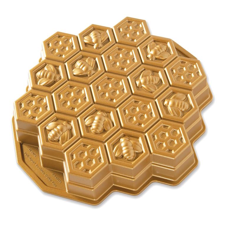 Forma v tvare včelieho plástu Honeycomb Pull-Apart Nordic Ware zlatá 2,4 l