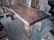 Jedálenský stôl s epoxidovou živicou