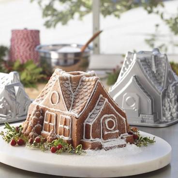 Forma na pečenie Nordic Ware Domček
