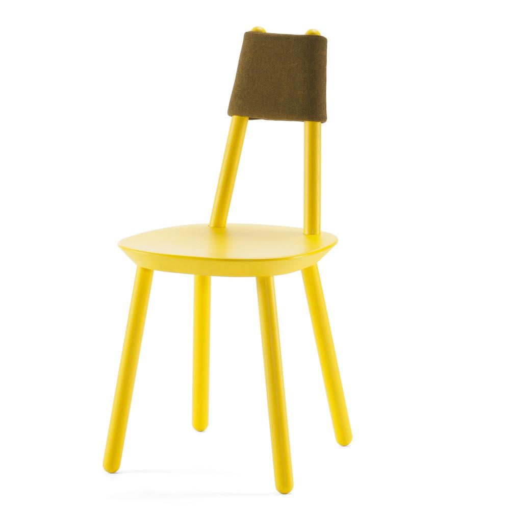 Žltá stolička z masívu Emko Naïve