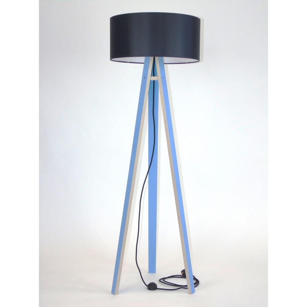 Modrá stojacia lampa s čiernym tienidloma čiernym káblom Ragaba Wanda