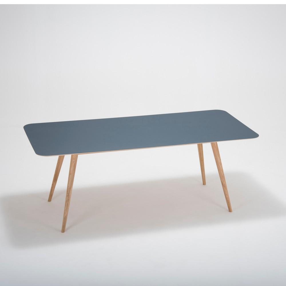 Jedálenský stôl z masívneho dubového dreva s tmavomodrou doskou Gazzda Linn, 200×90cm